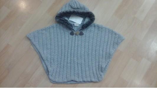 poncho con capucha gris de lana Paz rodriguez