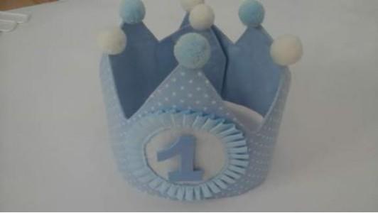corona cumpleaños celeste